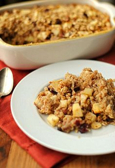 Mother's Day Breakfast: Baked Oatmeal with Apples Recipe. Try this twist on a traditional favorite with warm cinnamon apples in a baked oatmeal breakfast. Apple Cinnamon Oatmeal, Baked Oatmeal, Cinnamon Apples, Baked Oats, Breakfast Dishes, Eat Breakfast, Breakfast Ideas, Breakfast Recipes, Oatmeal Recipes