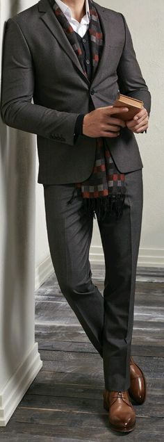 Dapper combo sans tie with a multi pattern scarf brown cardigan white button up shirt brown suit brown chukka boots Gentleman Mode, Gentleman Style, Sharp Dressed Man, Well Dressed Men, Dresscode Smart Casual, Casual Wear, Terno Slim, Celebridades Fashion, Looks Style