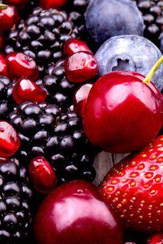 Os antioxidantes das frutas vermelhas podem restaurar a sua pele e podem até ajudar a manter o seu cérebro jovem. | 11 alimentos que podem ser a fonte da juventude