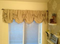 DIY Valance No Sew tutorial. Super easy and fun project instructions for making your own shabby chic No Sew DIY Valance. Maybe doing this in my kitchen. Shabby Chic Crafts, Shabby Chic Homes, Shabby Chic Decor, Shabby Chic Kitchen Curtains, Cheap Home Decor, Diy Home Decor, Diy Curtains, Muslin Curtains, Burlap Valance
