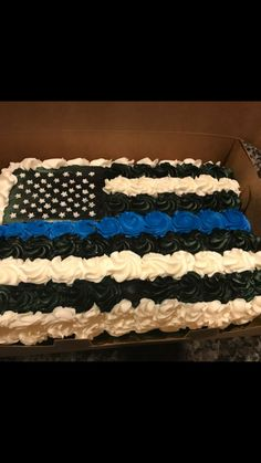 Thin blue line cupcakes Police Retirement Party, Police Party, Retirement Cakes, Retirement Parties, Police Cupcakes, Police Birthday Cakes, Cop Cake, Cop Party, Police Wife Life