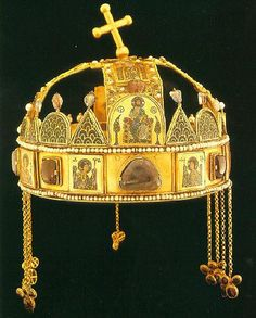 The crown of Saint Stephen (also known as the Holy Crown of Hungary) is not merely fancy headgear worn by the monarch of Hungary. By ancient tradition, the crown has legal personhood and is the mon… Royal Jewels, Crown Jewels, Byzantine Gold, Saint Stephen, Ancient Artifacts, Tiaras And Crowns, The Crown, Religious Art, Ancient History