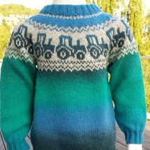 Oppskrift traktorgenser i kauni pdf-fil ti Knitting Patterns Boys, Knitting Designs, Baby Knitting, Knit Slippers Free Pattern, Knitted Slippers, Pinterest Baby, Pippa Dress, Knitted Baby Cardigan, Cross Stitch For Kids