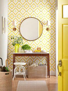 papier peint de couloir, motifs baroques, console et miroir rond