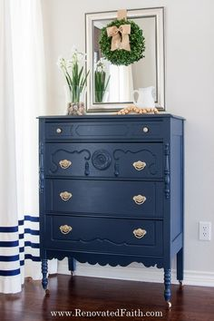 Benjamin Moore Hale Navy is the best navy paint color. DIY on painting this old antique drawers Navy Blue Furniture, Blue Painted Furniture, Chalk Paint Furniture, Colorful Furniture, Cool Furniture, Laminate Furniture, Wood Furniture Colors, Bedroom Furniture, Chalk Paint Dresser