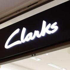 CLARKS - Nivel 1- Tel: 26243221