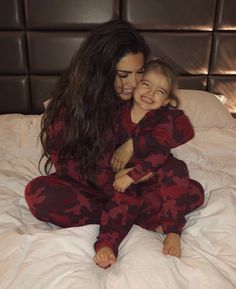 Uploaded by berber. Find images and videos about love, cute and adorable on We Heart It - the app to get lost in what you love. Cute Little Baby, Baby Kind, My Baby Girl, Mom And Baby, Little Babies, Cute Babies, Cute Family, Baby Family, Family Goals