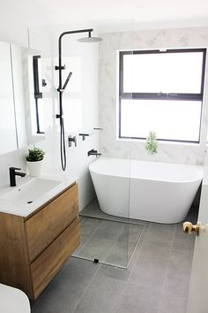 Small Bathroom With Bath, Wet Room Bathroom, Small Bathroom Interior, Small Bathroom Layout, Small Bathroom Renovations, Wet Room With Bath, Modern Bathroom Design, Modern Small Bathrooms, Bathroom Styling
