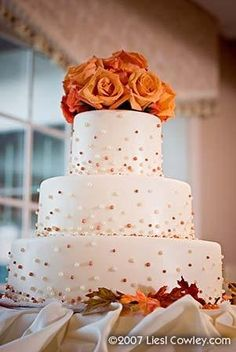 wedding cakes summer With Summer wrapping up, weve got Autumn on the brain. With the colorful leaves falling and crisp air, we think that Fall is a fantastic time of year for a wedding. Check out some of these beautiful Autumn inspired wedding cakes! Small Wedding Cakes, Wedding Cake Photos, Wedding Photo Albums, Wedding Cake Designs, Wedding Pictures, October Wedding, Fall Wedding, Dream Wedding, Rustic Wedding