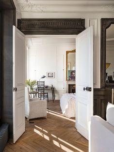 ''Le Pied-à-terre'' Sublime concept apartment in Paris Metal Bistro Chairs, Merci Paris, Swedish Cottage, Amsterdam Houses, Turbulence Deco, Boutique Decor, Parisian Apartment, Interior Decorating, Interior Design