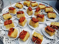 Recipes for tapas classics: always delicious // chefkoch.de Source by ingevizvary Party Finger Foods, Snacks Für Party, Food To Go, Food And Drink, Asian Recipes, Ethnic Recipes, Tapas Bar, Appetizer Dips, Spanish Food