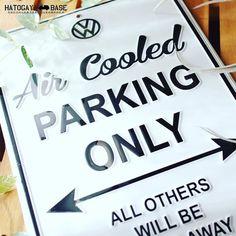 空冷ワーゲン以外駐車禁止のサインボードが入荷しましたこれはアメリカVW純正アイテムで本国では売り切れになっている人気商品です文字はすべてエンボス加工のしっかりとした看板であなたのガレージやインテリアをクラシックな雰囲気に演出します残り1枚しかありませんがこれはオススメですよー #vw #volkswagen #aircooledvw #BASEec #インテリア #ガレージ #DIY #Signboard #看板 #アメリカン雑貨 #ワーゲン #男前 #ビンテージ #空冷ワーゲン #鳩ヶ谷ベース