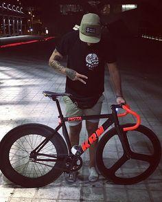 assembly completion !! carnalito gift , we love you !! Y ahora después de… Urban Cycling, Urban Bike, Bici Retro, Commuter Cycling, Bike Photography, Fixed Gear Bike, Speed Bike, Bike Rider, Bike Style