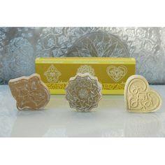 http://www.karawan.fr/boutique/32-85-thickbox/coffret-de-3-savons-100g.jpg