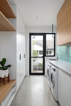 Link House Paul Tilse Architects - Modern Canberra Architecture & Design - The Local Project Modern Laundry Rooms, Laundry Room Layouts, Laundry Room Organization, Laundry In Bathroom, Outdoor Laundry Rooms, Laundry Nook, Laundry Basket, Laundry Room Inspiration, Decoration Inspiration