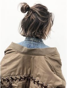 Easy Hairstyle Easy Hairstyle in 2020 Medium Permed Hairstyles, Easy Hairstyles, Hairstyle Short, Short Thin Hair, Hair Arrange, Dye My Hair, Brunette Hair, Hair Highlights, Wavy Hair