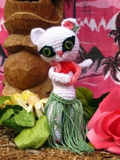 Nani the hula dancing pin-up kitten!