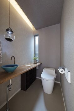 Bathroom Toilets, Washroom, Bathroom Interior Design, Bathroom Styling, Japanese Style Bathroom, Toilet Closet, Ideas Baños, Narrow Bathroom, Downstairs Toilet