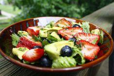 ensalada de aguacate y fresa