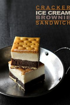 Ice Cream Brownie Sandwiches made with Saltine Crackers. Might make these with graham crackers instead Ice Cream Desserts, Frozen Desserts, Ice Cream Recipes, Frozen Treats, Just Desserts, Delicious Desserts, Dessert Recipes, Yummy Food, Graham Crackers