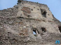 A wall from Deva Fortress's ruins, Hunedoara County