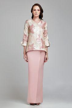Muslimah Clothing, Hijab Fashion, Fashion Outfits, Dramatic Look, Hijab Outfit, Kebaya, Modest Dresses, Size Model, Designer Dresses
