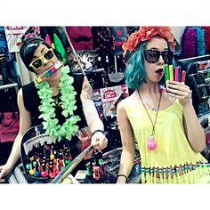 Bileisiin menijöitä? #party #uv #neon #neonparty #neonpaint #fluorescent #colourful #bright #flower #necklace #sunglasses #nailpolish #lei #havingfun #style #hairmascara #haircolour #bluehair #turquoisehair #selfiestick #tattoo #tattooedgirls #ink #inkedgirls #cybershopkamppi #cybershop #kamppi