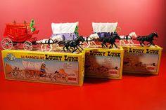 Resultado de imagem para carroca de forte apache Plastic Toy Soldiers, Plastic Soldier, Lucky Luke, Forte Apache, Army Men Toys, Small Soldiers, Cowboys And Indians, Retro Toys, Old Toys