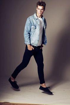 Men's Light Blue Denim Jacket, White Crew-neck T-shirt, Navy Skinny Jeans, Navy Low Top Sneakers Black Jeans Outfit, Black Denim, Outfits Hombre, Double Denim, Estilo Retro, Light Denim, Mode Style, Men Looks, Jean Outfits