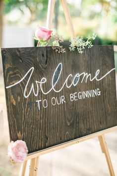 Wedding welcome sign // Photography: Honey Honey Photography