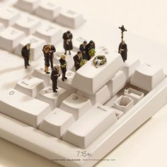 Miniature dioramas by Japanese artist, Tatsuya Tanaka. He has been making one every day since 2011 for his Miniature Calendar, and they're all wonderful. Miniature Photography, Art Photography, Funeral Photography, Photo Macro, Miniature Calendar, Urbane Kunst, Tiny World, Miniature Crafts, Photo Projects