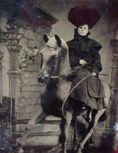 Scarce century original tintype photograph of iconic sharp shooter and western star Annie Oakley. Annie Get Your Gun, Wild West Show, Annie Oakley, Tintype Photos, Daguerreotype, Old West, Female Images, Unique Photo, Old Pictures