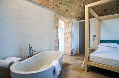 nella suite godrete di momenti di grande relax, i pavimenti in pietra vi guideranno in un percorso sensoriale unico