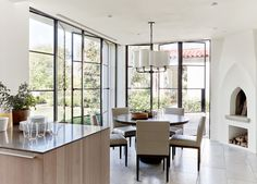 Stylish crisp & clean estate in Paradise Valley Daily Dream Decor