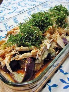 ダンナが退院して、バタバタしてます。 そんな今日この頃、 ピリ辛が美味しい♪ レンジで簡単~蒸しナスとササミのサラダ。 ◆材料2人分◆ なす(3本)、ささみ(スジなし2本)、大葉(4~5枚) ピリ辛☆南蛮ダレ 酢(大さじ2) 醤油(大さじ1と1/2) 砂糖(小さじ1