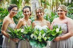 ramo de novia con hojas tropicales