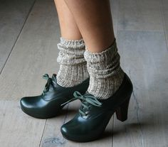 I really, really need a pair of shoes like this. Had a pair years ago that I wore literally to death.