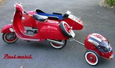 yet another classic scooter with side-car Scooters Vespa, Scooter Motorcycle, Vespa Lambretta, Motor Scooters, Mobility Scooters, Motorcycle Luggage, Piaggio Vespa, Vintage Vespa, Triumph Motorcycles