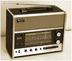Radios, Le Radio, Tv On The Radio, Tvs, Radio Vintage, Poste Radio, Sony, Vintage Appliances, Transistor Radio