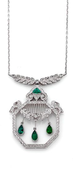 A DIAMOND, EMERALD AND 18K WHITE GOLD PENDANT. Octagonal openwork decoration, three emerald drops, set with brilliant-cut diamonds and emeralds, in 18k gold, length: about 4.5 cm, gross weight: 12.16 g