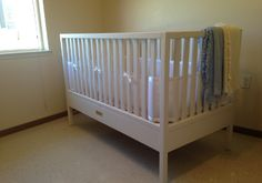 Build a Crib with Your Own Two Hands Wooden Baby Crib, Handmade Furniture, Baby Cribs, Two Hands, Diy And Crafts, Woodworking, Nursery, Heart, Bed