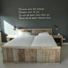 steigerhouten bed. mooi