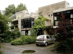 """town houses, delft, 1971, architect: herman hertzberger The """"Diagoon houses"""" in Delft of Herman Hertzberger are one in northeast southeast direction oriented """"experimental group of terraced houses"""", which remained up to the today's day a Unikat. The houses possess 2.5 projectiles and point to sketch and cut diagonally shift arranged levels, which arrange themselves around open internal area. With the """"Diagoon houses"""" Hertzberger tries to give an answer to the…"""