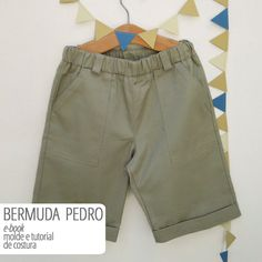 Bermuda PEDRO infantil - moldes e tutorial - PDF/digital – Costurinha Jeans Pants, Khaki Pants, Short Niña, Boy Fashion, Kids Boys, Bermuda Shorts, Digital, Clothes, Pdf
