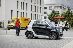 С сентября нынешнего года владельцы автомобилей Smart в Германии смогут получать почтовые посылки от DHL прямо в багажник своей машины.
