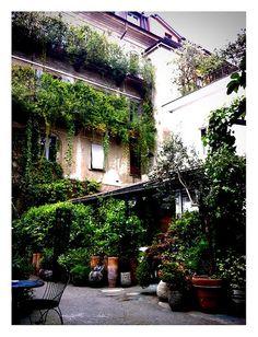 Milano, I cortili e le ringhiere