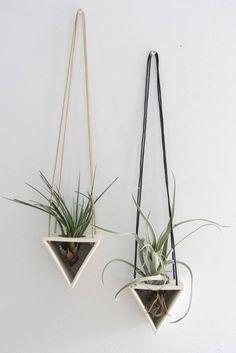 Larevuedudesign-Elizabeth-Benotti-suspensions-ceramique-artiste-designer-Air-Plant-Hanger-vegetale-organique-03