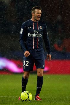 Name the two players who, like David Beckham, have played for Manchester United and PSG. David Beckham Psg, Ronaldo Free Kick, Man Utd News, Match Highlights, Soccer World, Sports Figures, Manchester United, Manchester City, The Unit