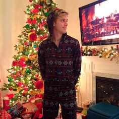 MERRY CHRISTMAS EVERYONE! Ill be sleeping comfy tonight in my Doctor Who onesie Merry Christmas Everyone, Doctor Who, Onesies, Happy Birthday, Beautiful Women, Comfy, Architecture, Lady, Amazing