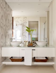 A bathroom that excels all expectations Do you want something like this? Bathroom Spa, Modern Bathroom, Small Bathroom, Wc Decoration, Rustic Vintage Decor, Vanity Design, Bath Vanities, Bathroom Furniture, Home Interior